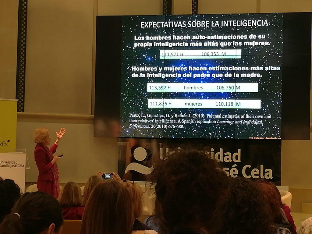 Luz Pérez en el Seminario Mujer y Superdotación.